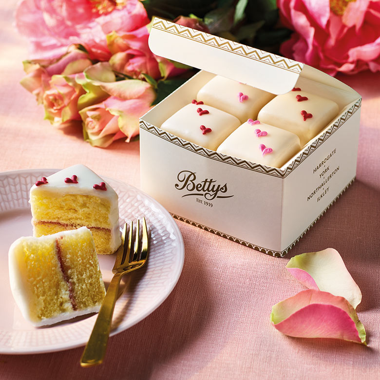 Valentines Fondant Fancies Box of 4